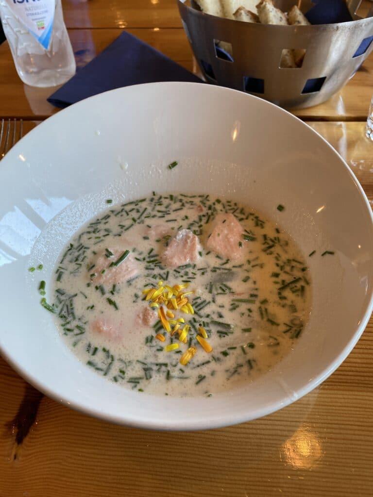 Flor og Fjære fiskesuppe